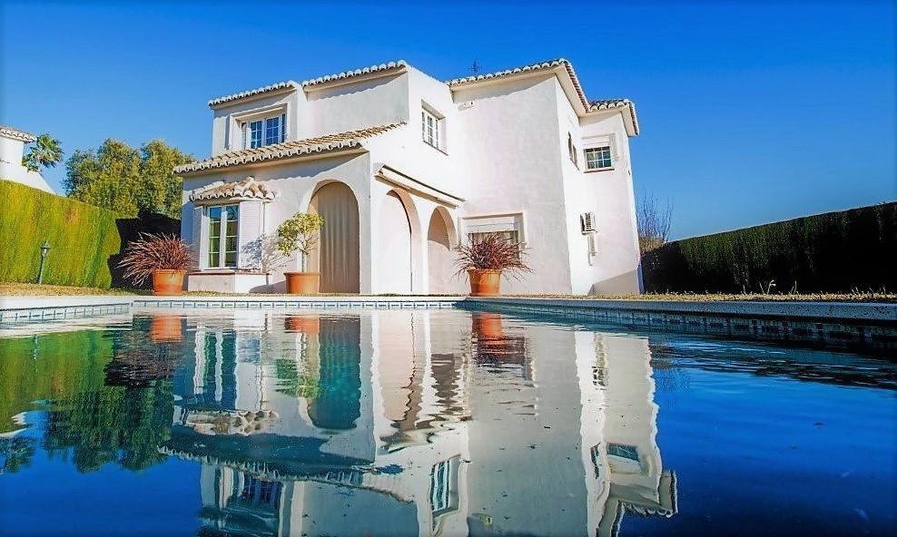 Fantastic detached 5 bedroom villa, located in a privileged area in Sitio de Calahonda, five minutesSpain