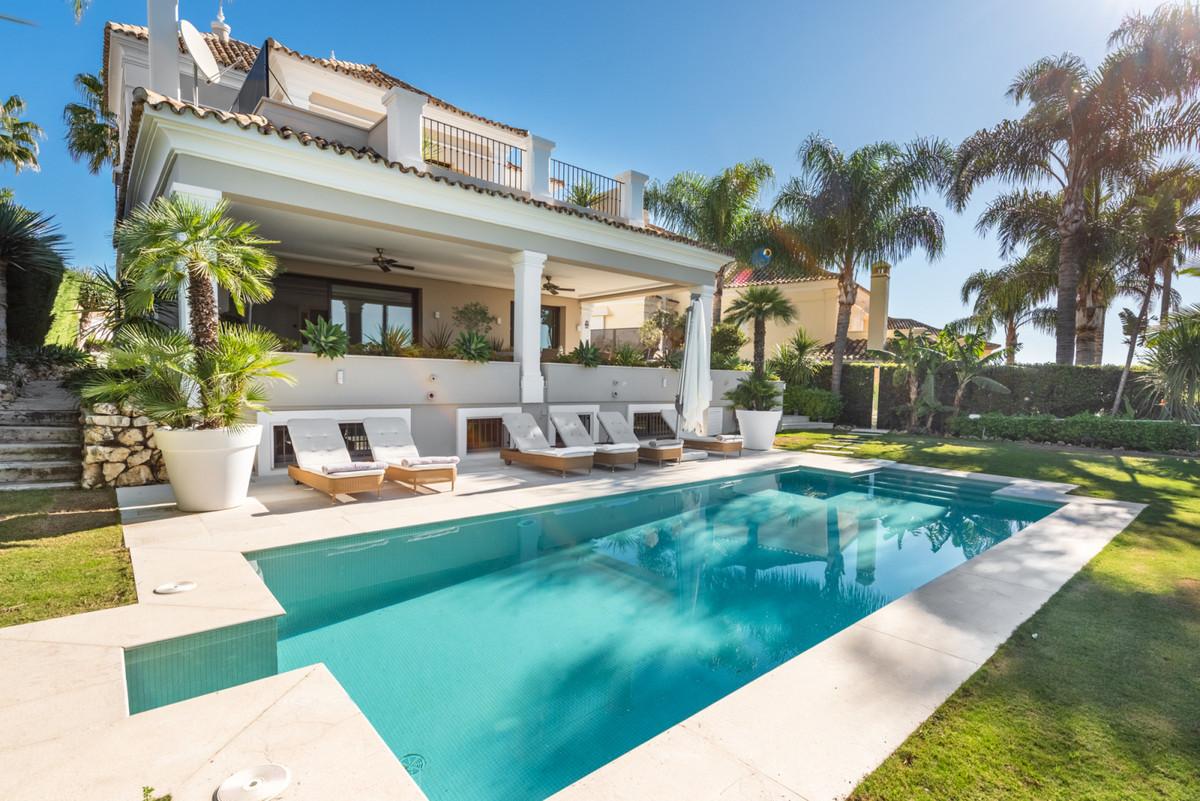 Vrijstaande Villa te koop in Nueva Andalucía R3568927