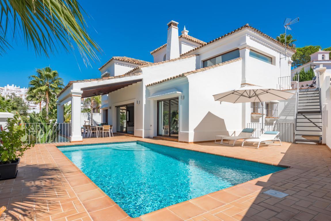 Villa for sale in Nueva Andalucia - Nueva Andalucia Villa - TMRO-R3029114
