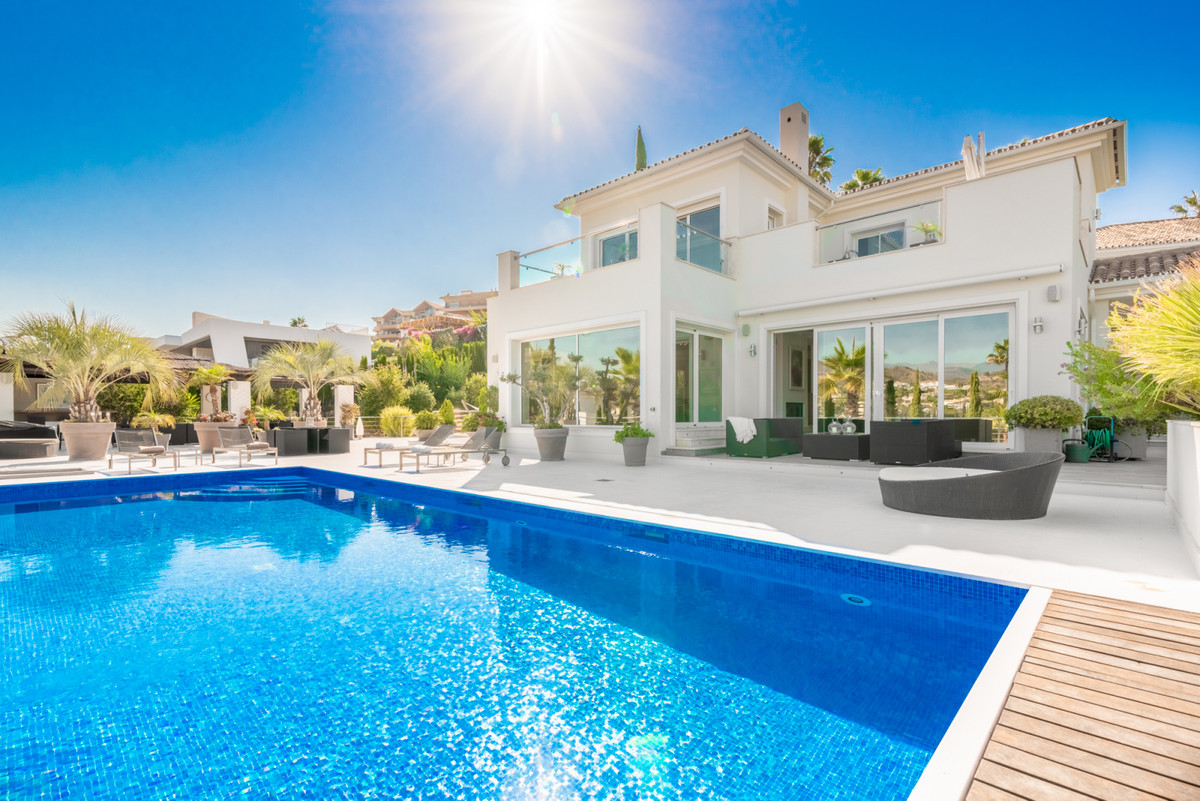Villa for sale in Nueva Andalucia - Nueva Andalucia Villa - TMRO-R2880590