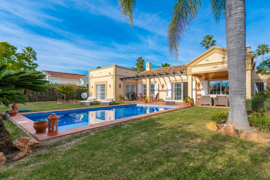Villa for sale in Nueva Andalucia - Nueva Andalucia Villa - TMRO-R3331738