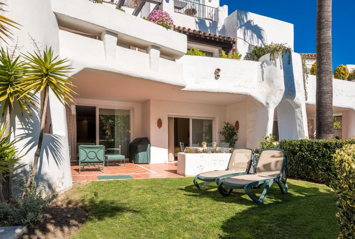 A large ground floor apartment in a privileged location 2nd line to the beach. The hall way takes yo,Spain