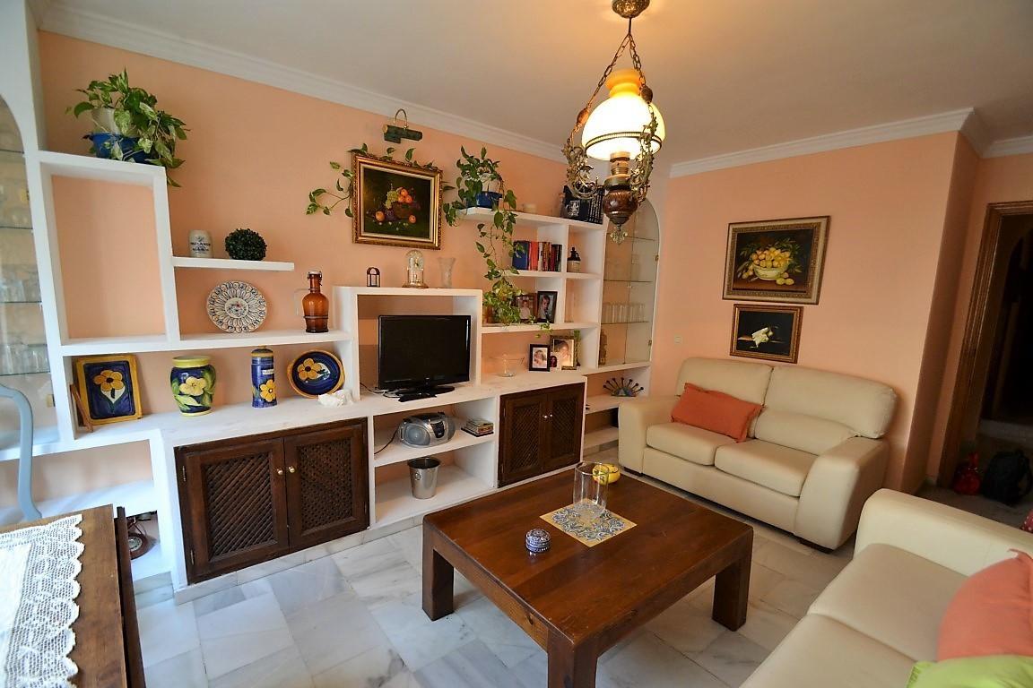 Appartement, Mi-étage  en vente    à Estepona