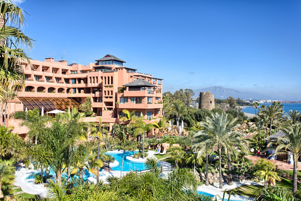 This two bedrooms apartment is located between Marbella and Estepona in the  Kempinski Hotel Bahia w,Spain