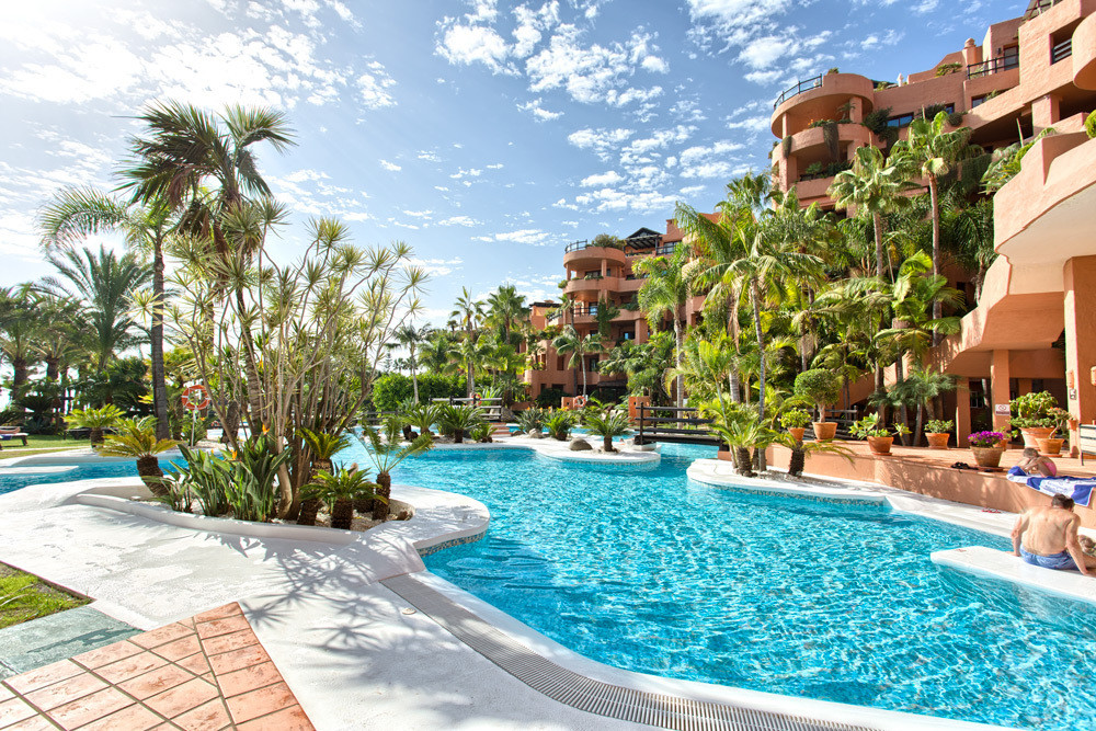 This one bedroom apartment is located between Marbella and Estepona in the lavish Kempinski Hotel Ba,Spain
