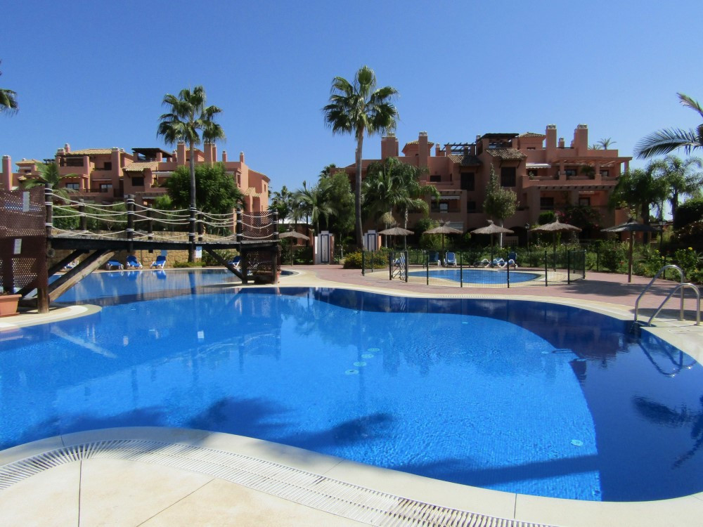 Middle Floor Apartment in Hacienda del Sol R3382237