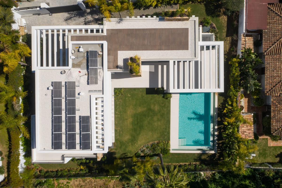 Detached Villa for sale in Marbella R3856573