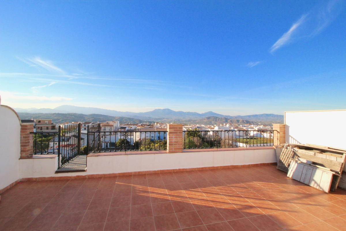Priced to sell! Amazing unique opportunity in Alhaurin El Grande!  Beautiful duplex apartment of 3 bSpain