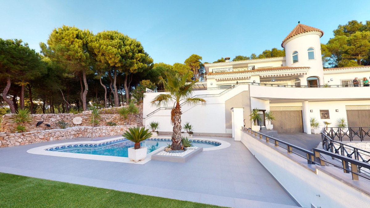 Detached Villa for sale in Mijas R3759202