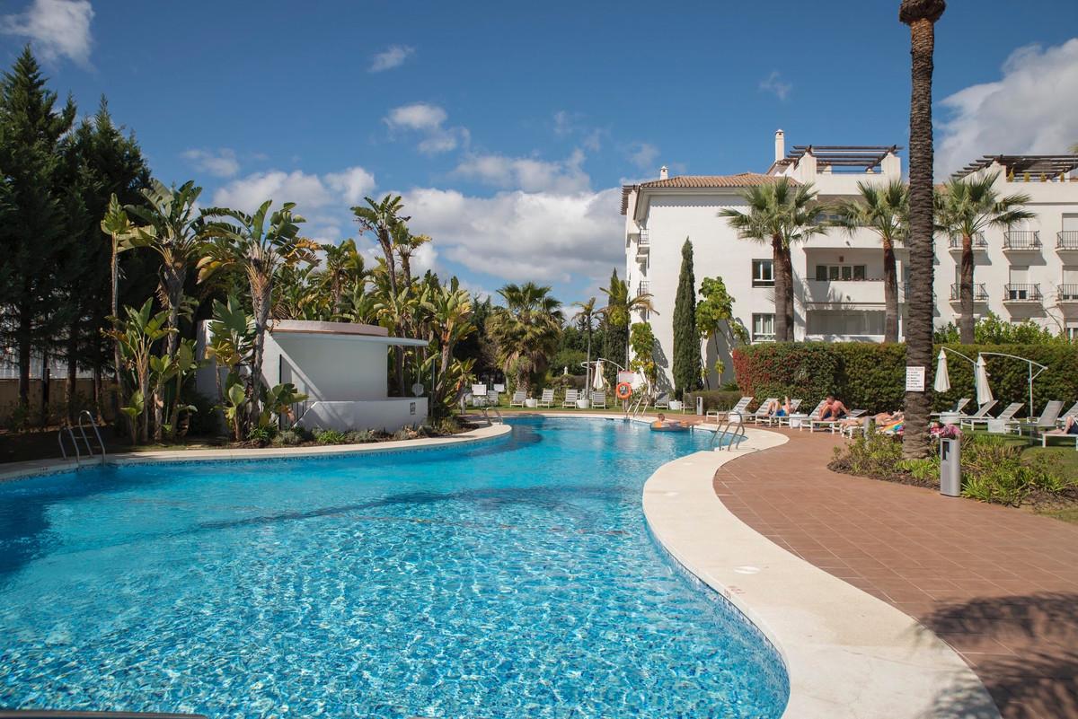 ***** 3 BEDROOMS LUXURY APARTMENT WALKING DISTANCES TO PUERTO BANUS ******   Fantastic 3 Bedroom apa,Spain