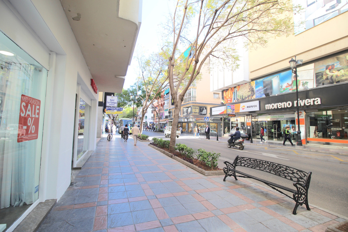 LOCATION LOCATION LOCATION  Perfect location for small business  in Fuengirola such as  :  Lawyers A,Spain