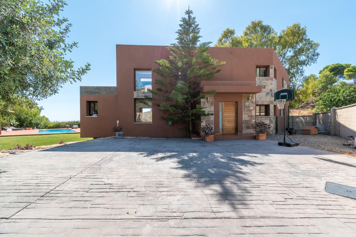 Welcome to this magnificent Luxury Villa located in the prestigious area of Lomas de Mijas! Lomas de,Spain