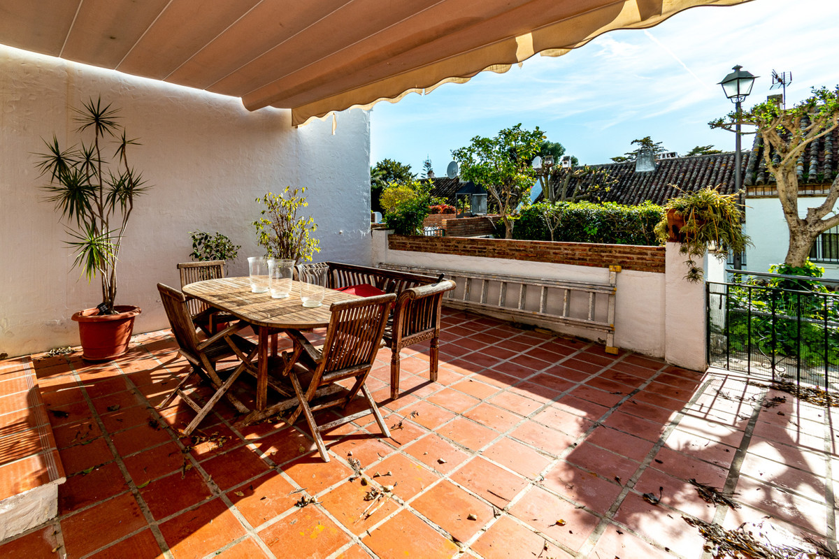 This Modern Townhouse is located in the gated community of Olimar, a short walk from El Coto centre,,Spain