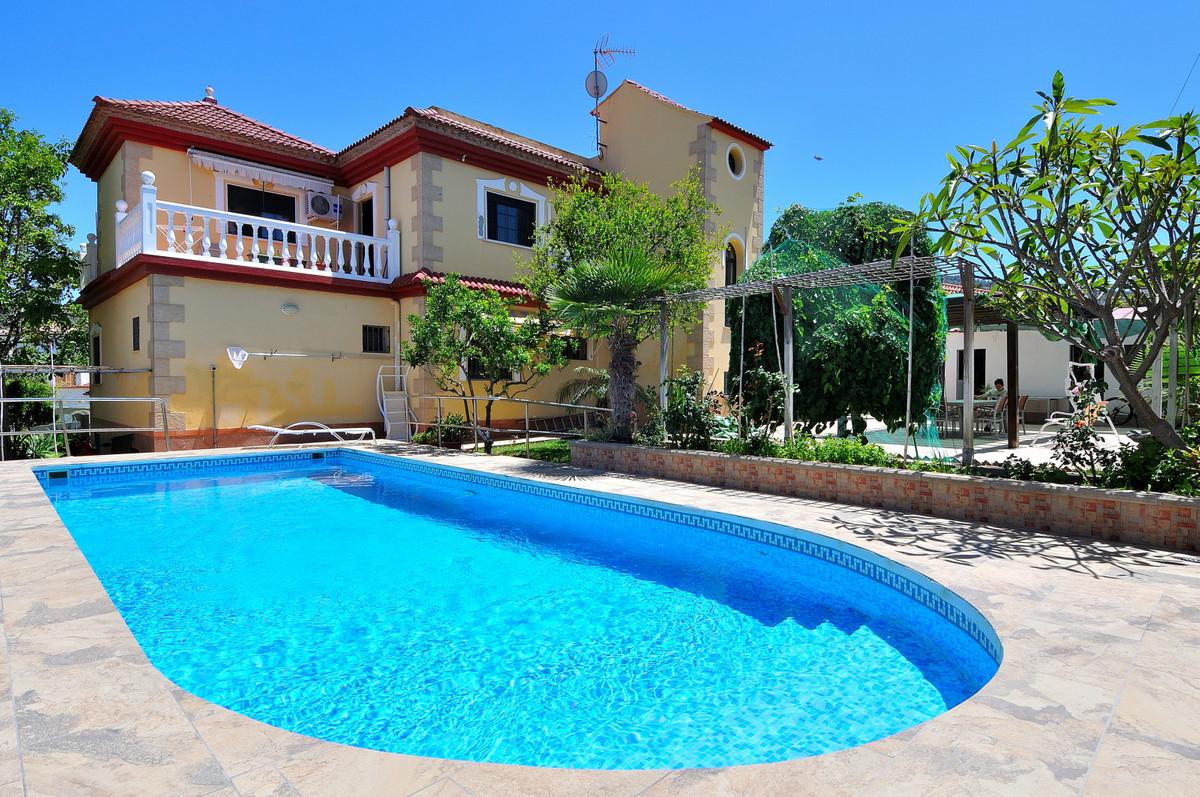 Large Detached Villa or Bed and Breakfast in Alhaurin de la Torre, 9 Bedrooms, 5 Bathrooms, Built 32,Spain