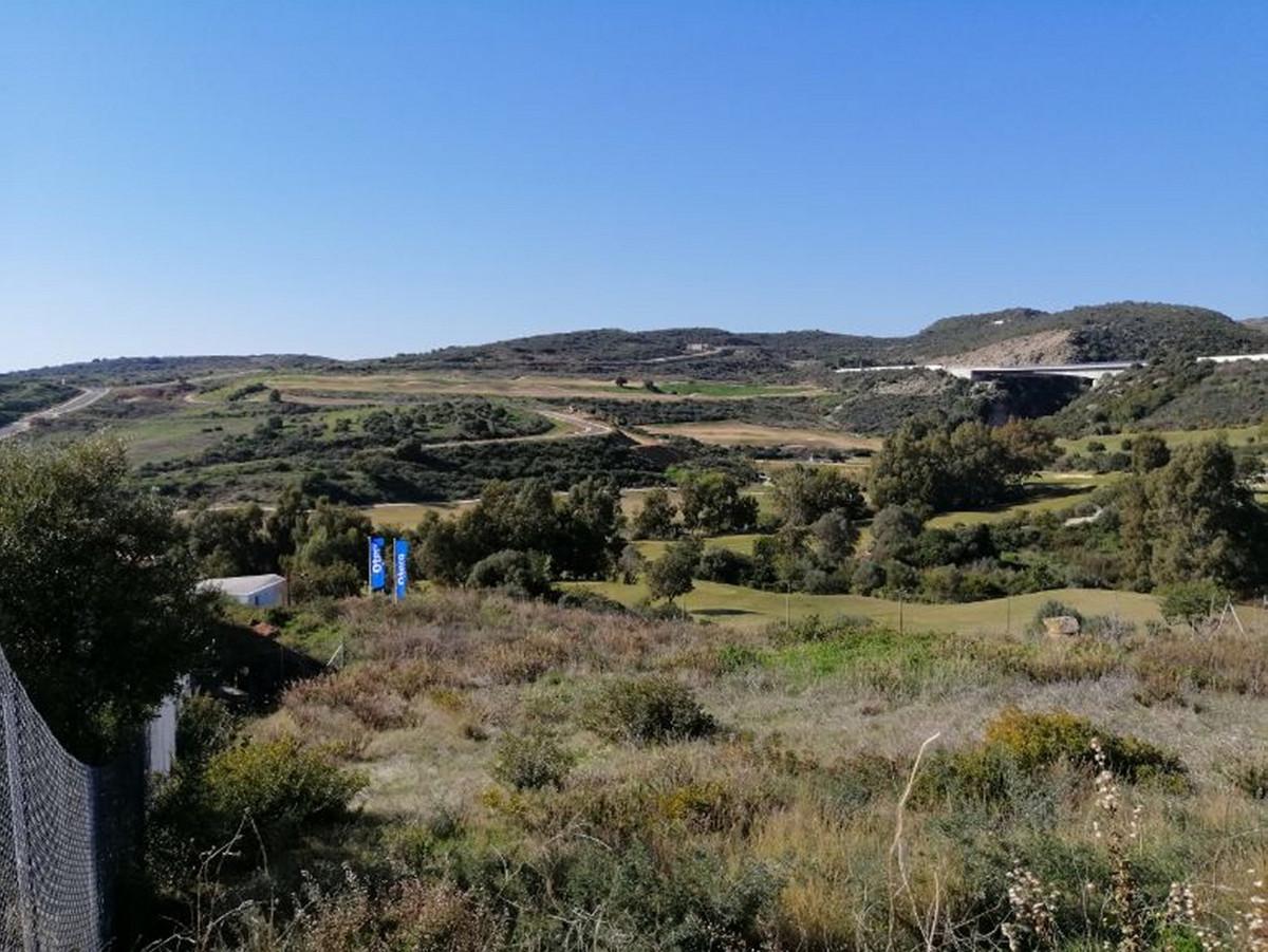 Plot for sale in Valle Romano, Estepona. Regarding property dimensions, it has 975 m² plot. Has the ,Spain
