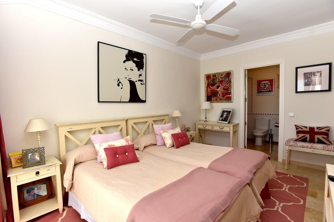 Apartamento con 4 Dormitorios en Venta Guadalmina Baja