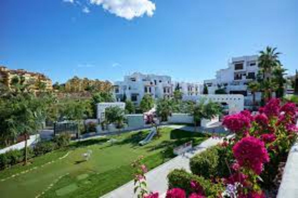 Nice  2 bedroom apartment on the 4th floor with nice terrace, perfectly located between Estepona and,Spain