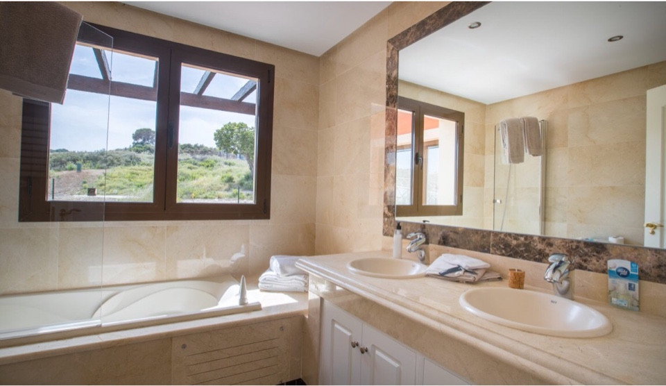 House in Estepona R3432706 12