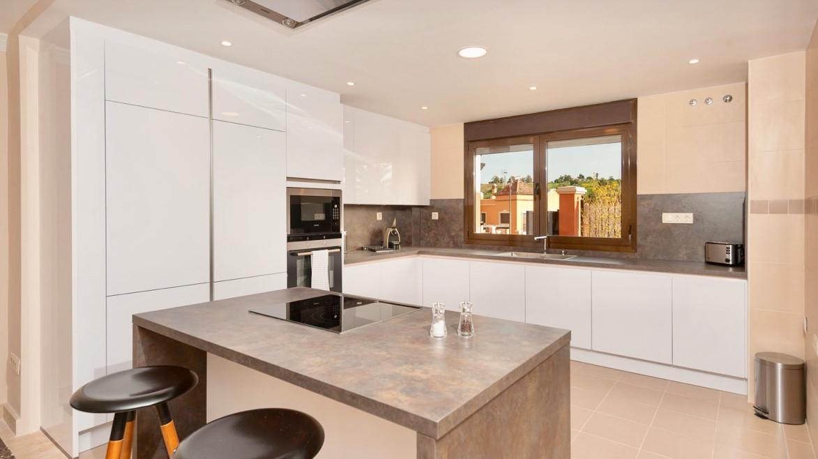 House in Estepona R3432706 7