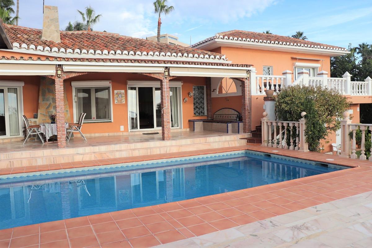 Villa 3 Dormitorios en Venta Torrequebrada