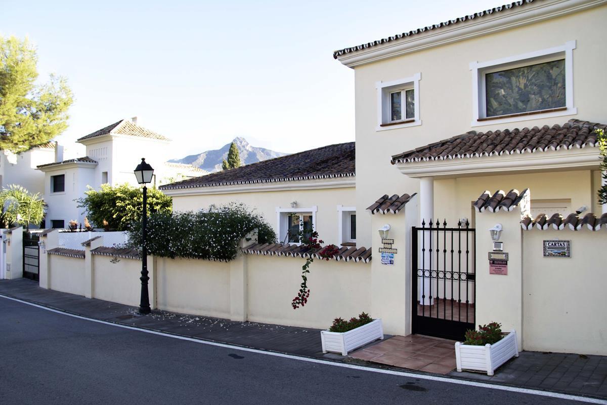 6 bedroom villa for sale nueva andalucia