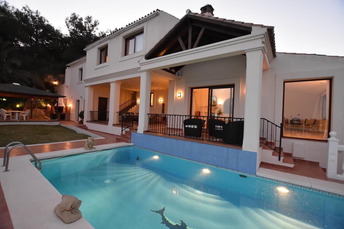 Villa For sale In El paraiso - Space Marbella
