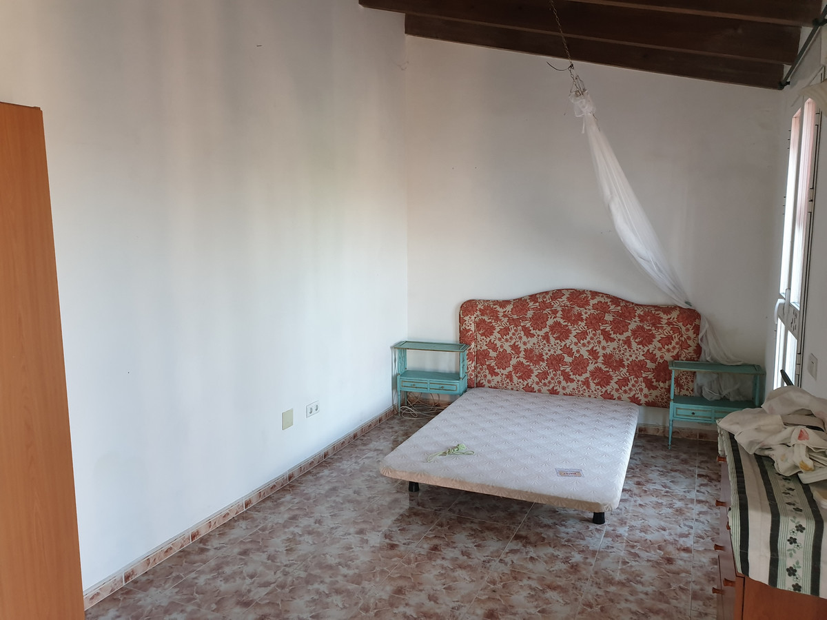 Villa con 8 Dormitorios en Venta Coín