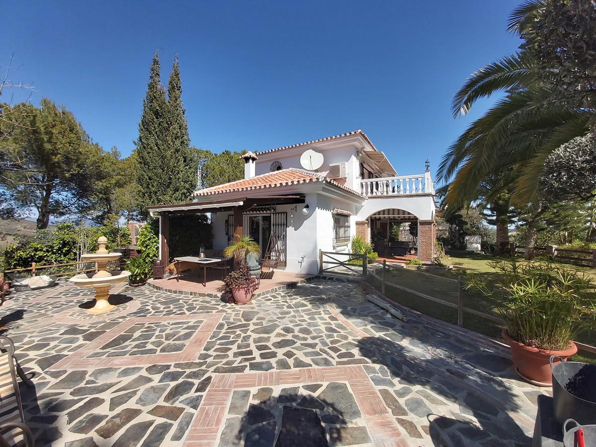A fantastic villa on the borders of Coin & Monda in impeccable condition.  The property is distr,Spain