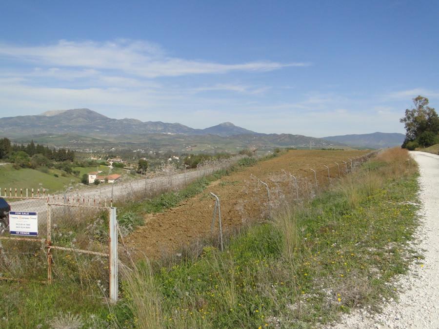 Land for sale in Coín