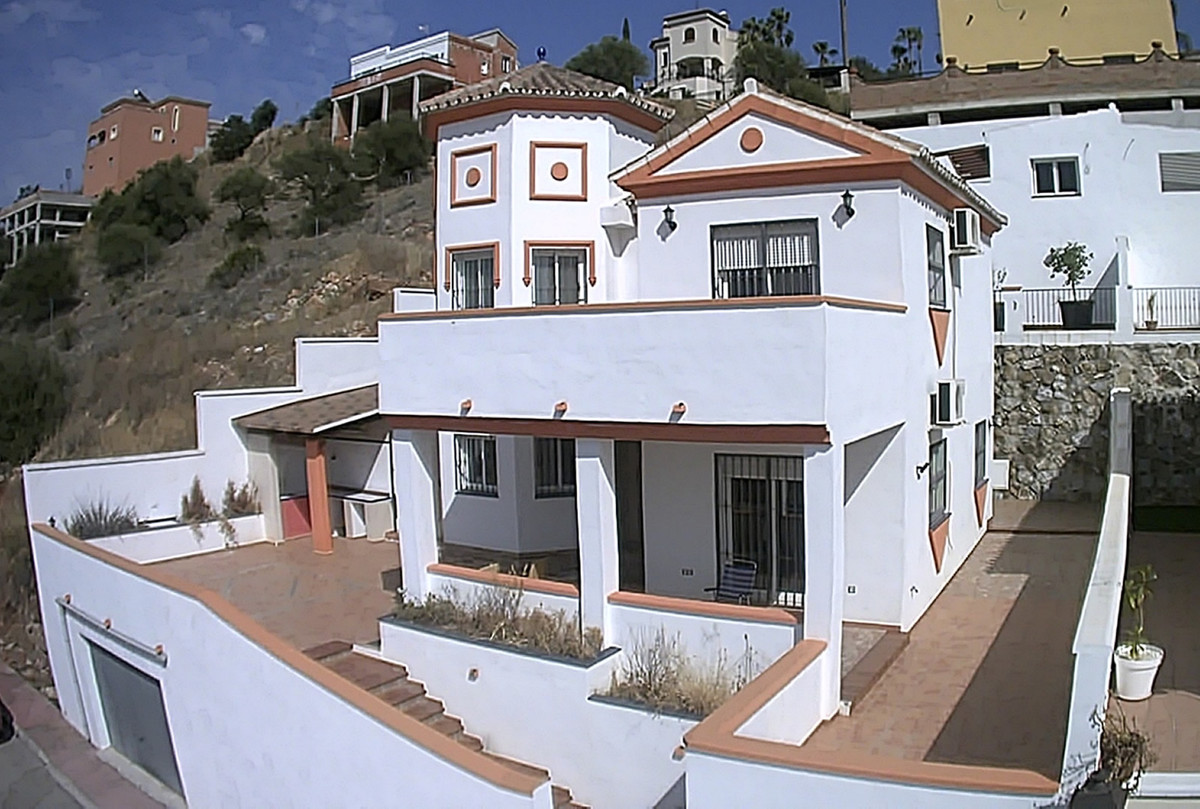 Ref:R3186973 House - Detached Villa For Sale in Coín