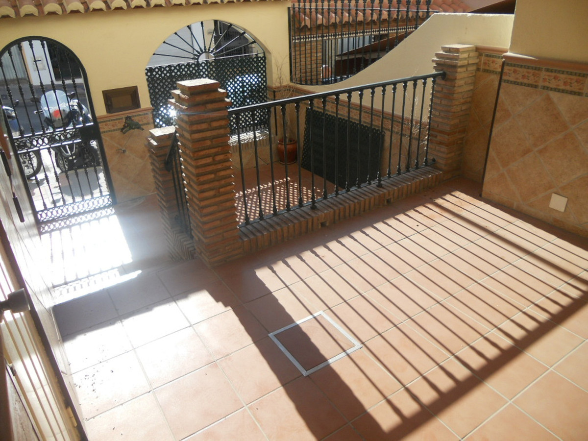 Excellent townhouse in Dona Ermita. Great opportunity for a family. The house was full renoved. 4 be,Spain