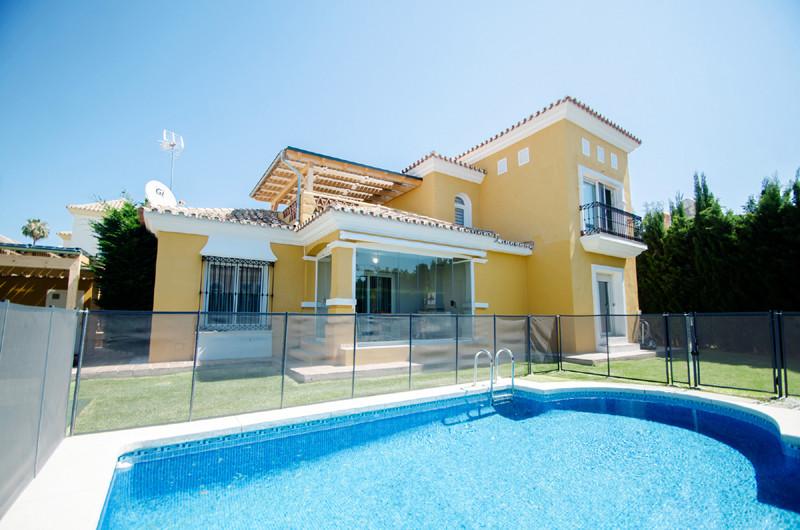 Detached Villa for sale in Bahía de Marbella R3700394