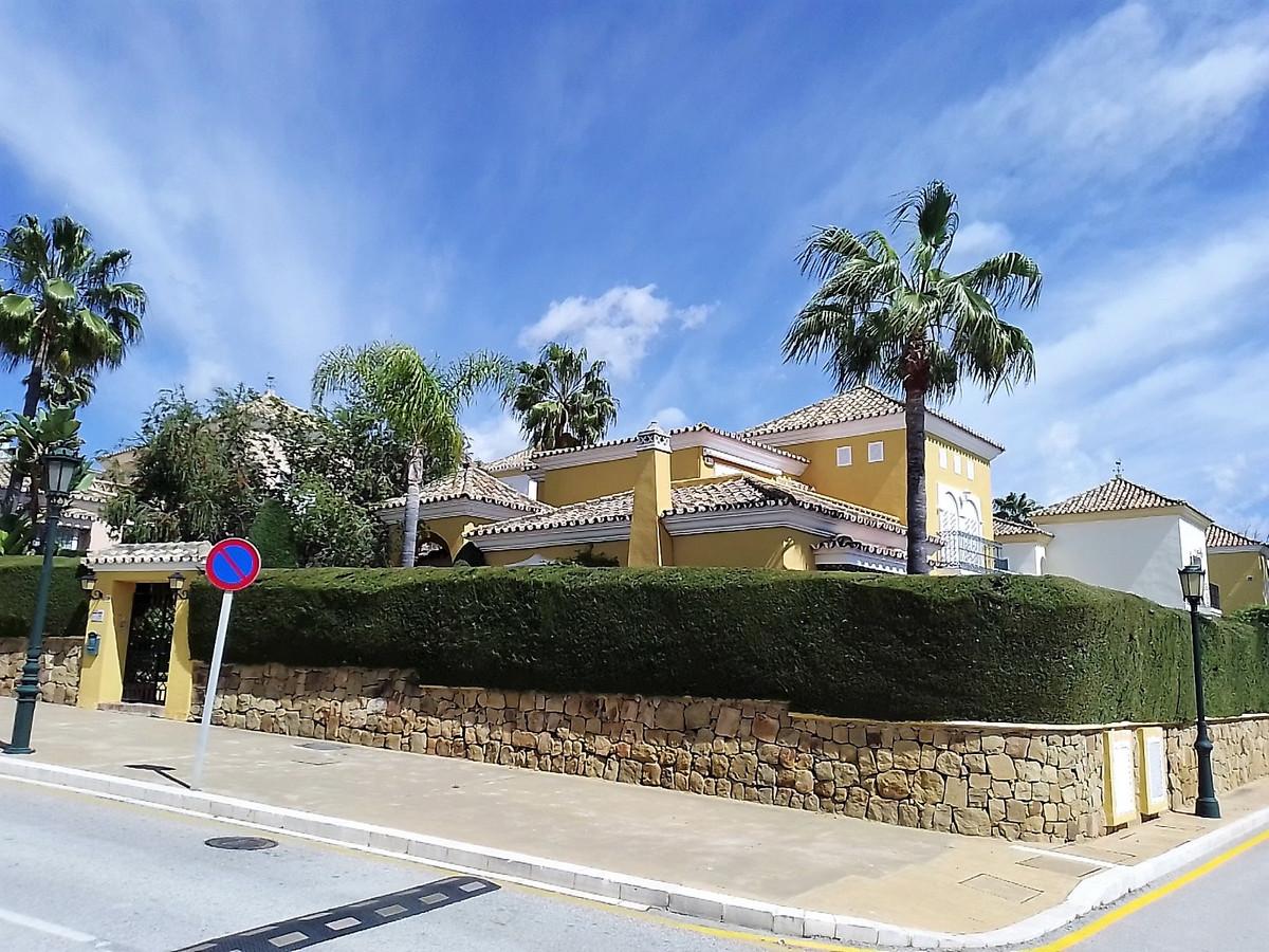 House in Bahía de Marbella R3810379 1