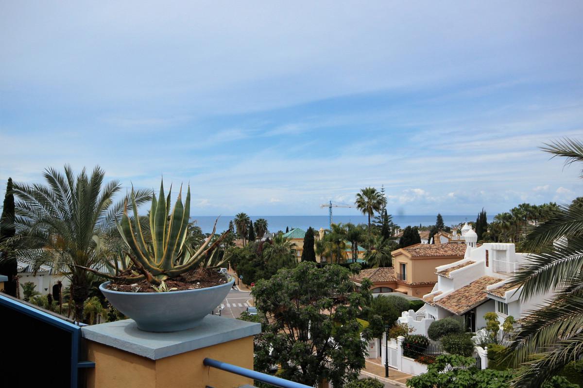 3 Bedroom Penthouse Apartment For Sale Bahía de Marbella