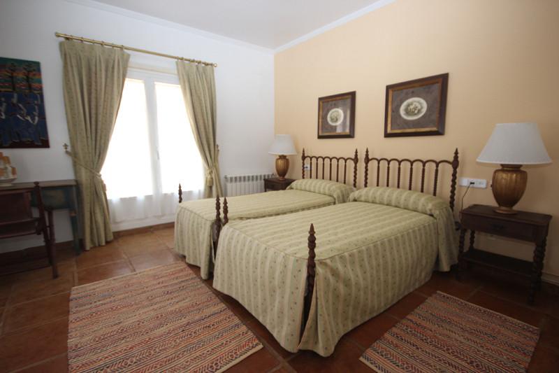 House in Bahía de Marbella R2207891 37