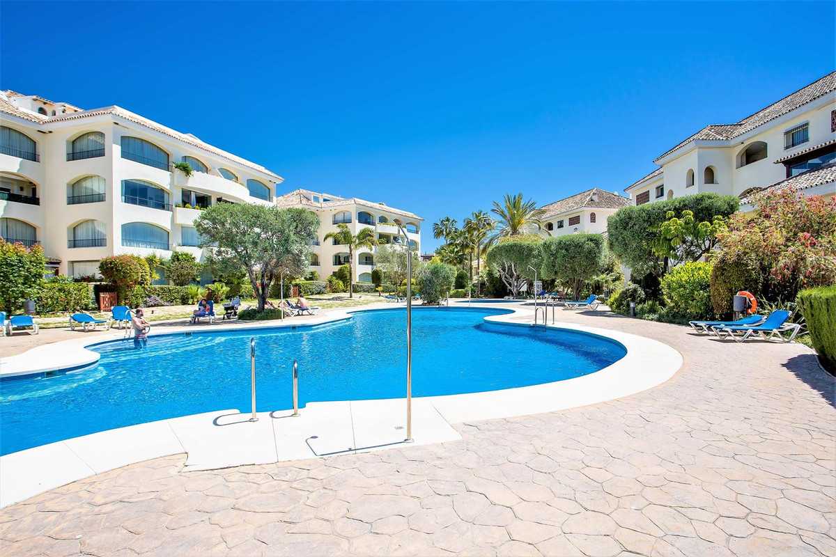 Large 4 bedroom beachside apartment with partial sea views. set in a beautiful beachside urbanizatio,Spain