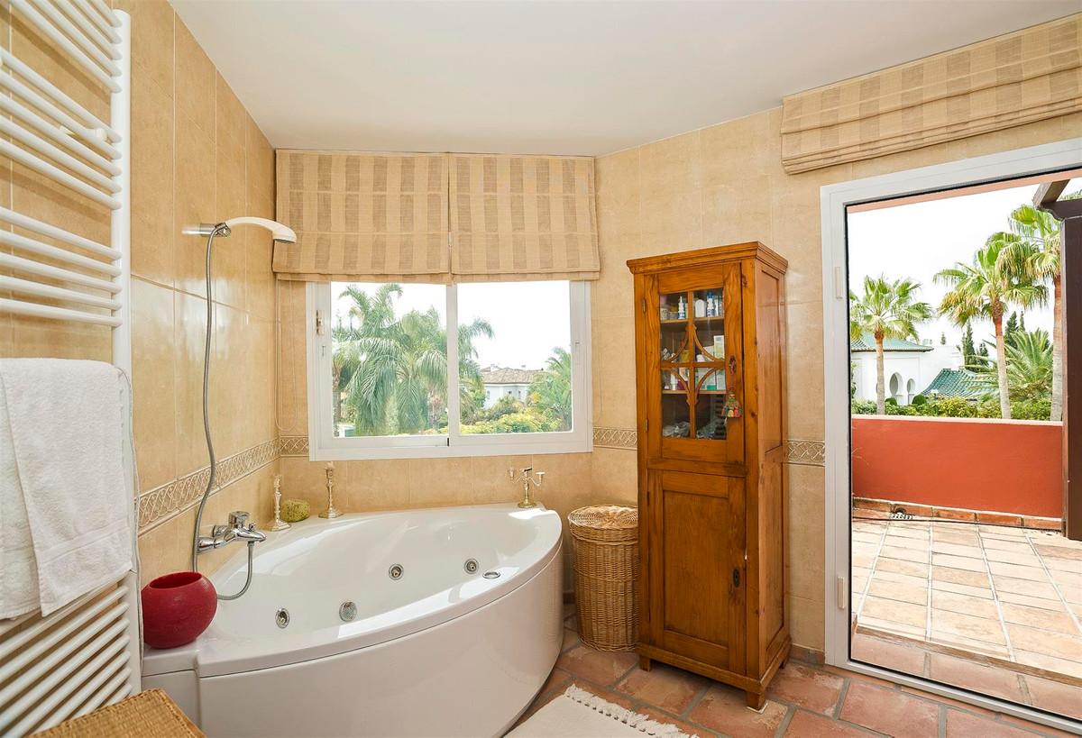 House en Bahía de Marbella R2419892 30