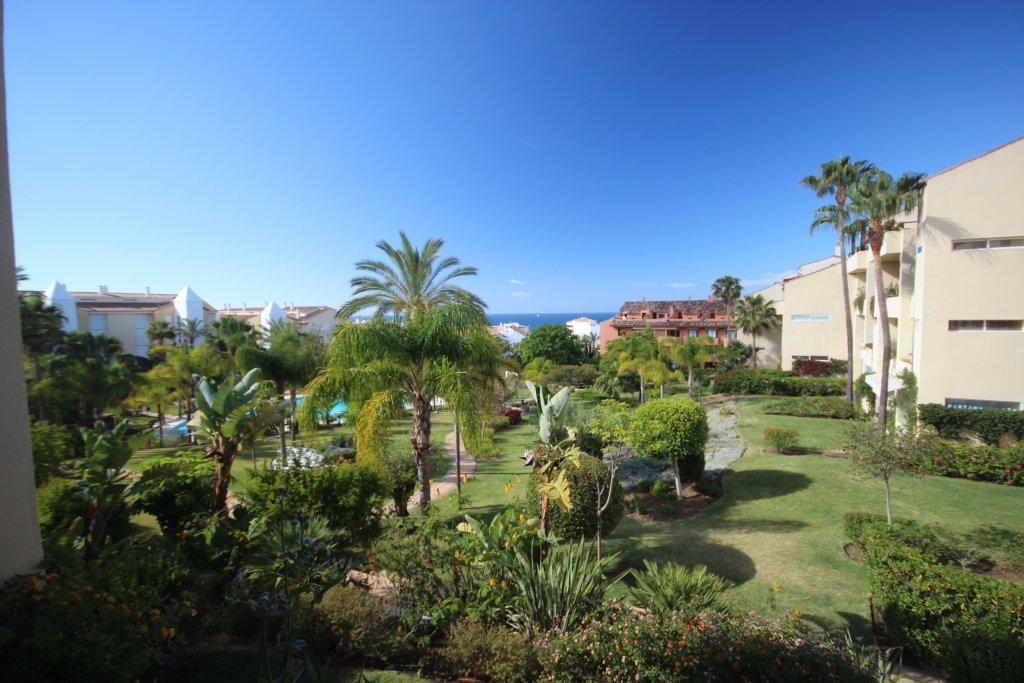 3-bed-Middle Floor Apartment for Sale in Bahía de Marbella