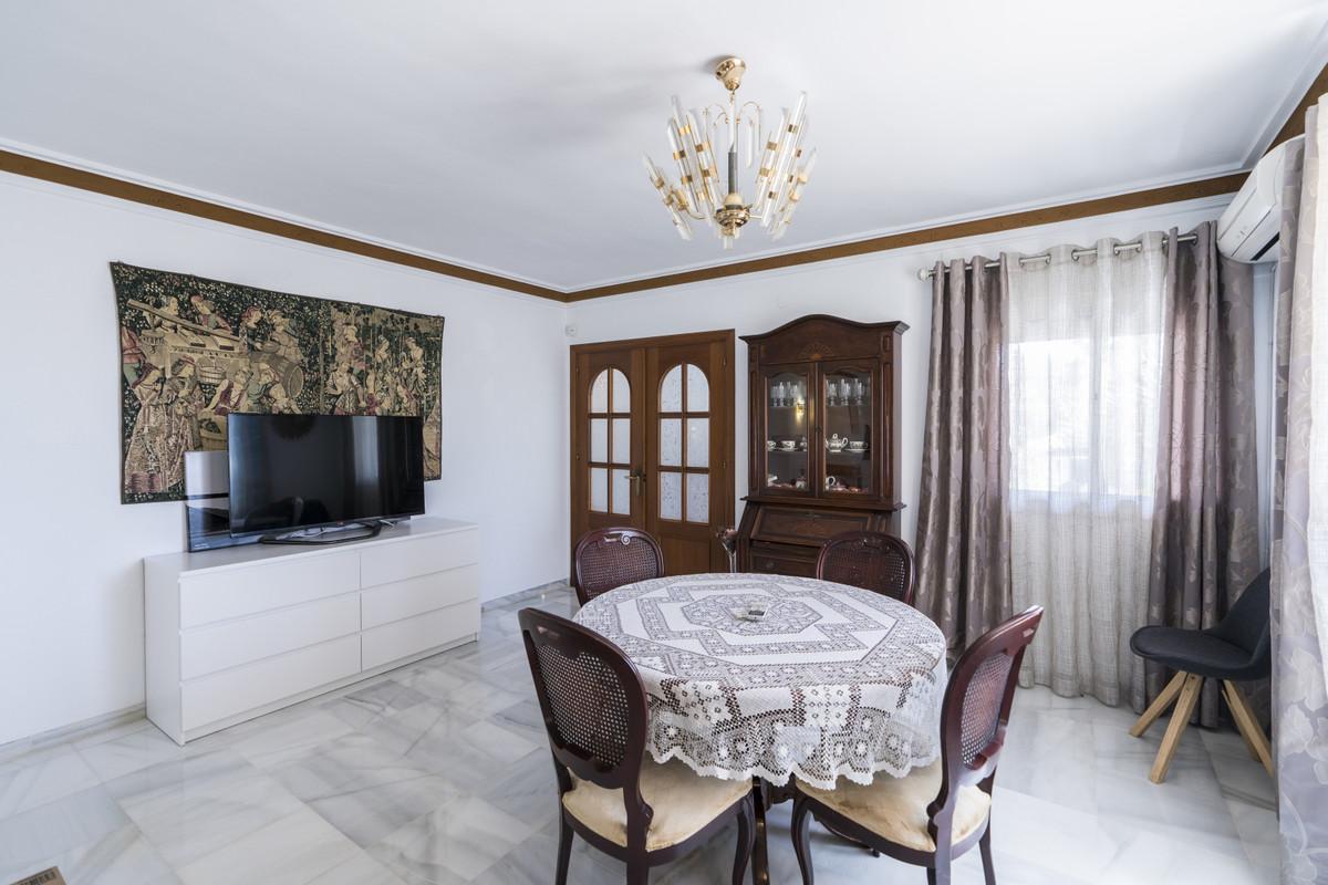 House in Bel Air R3855442 10