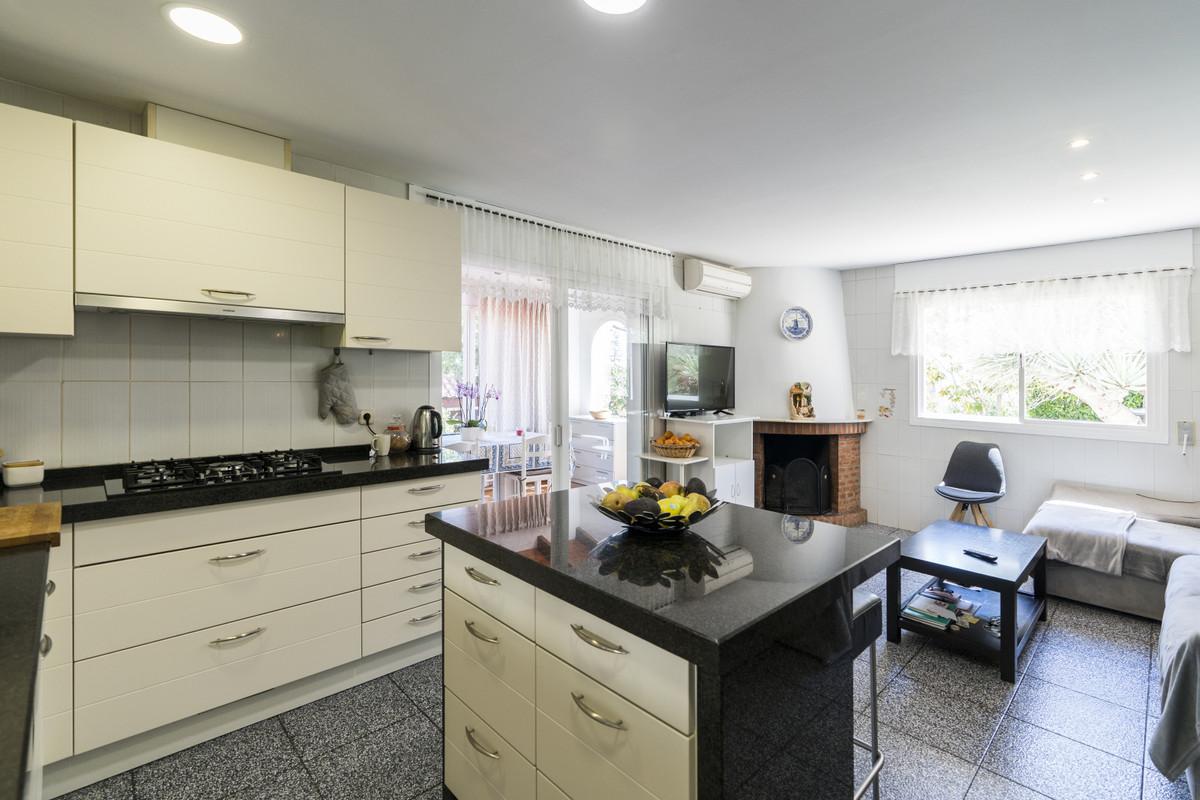 House in Bel Air R3855442 15