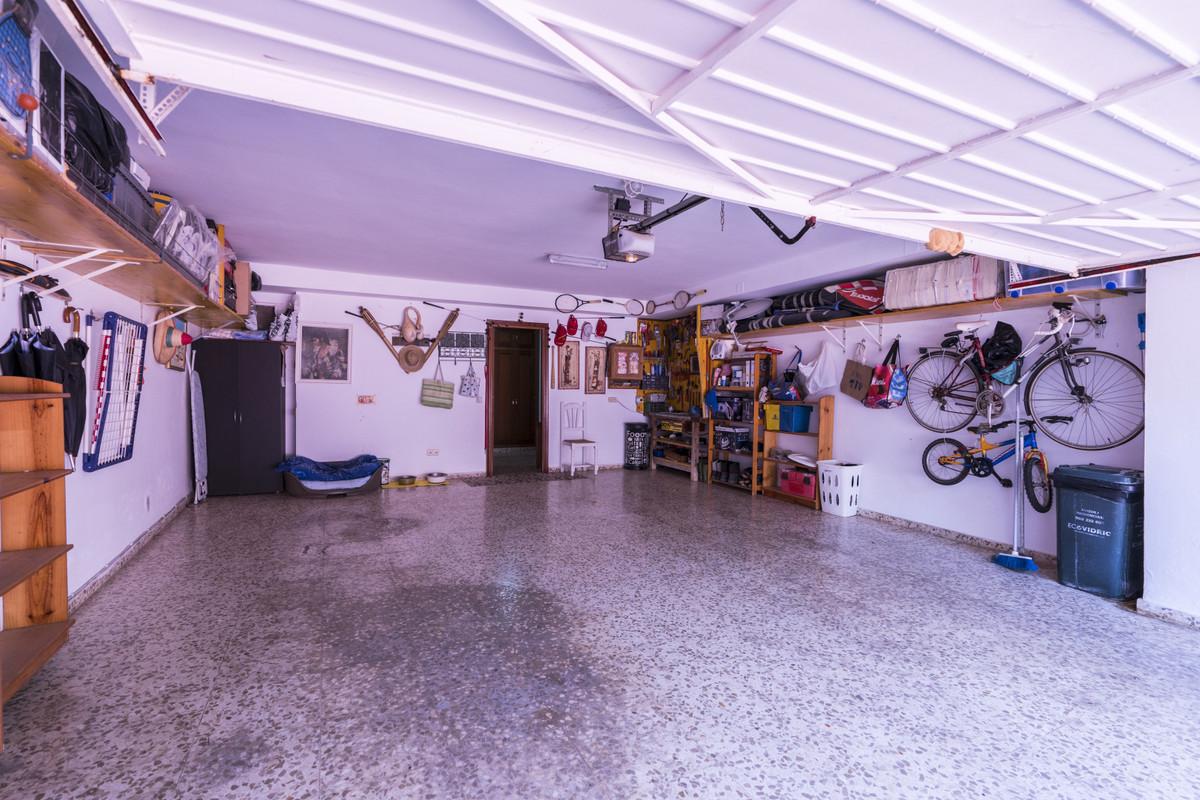House in Bel Air R3855442 27