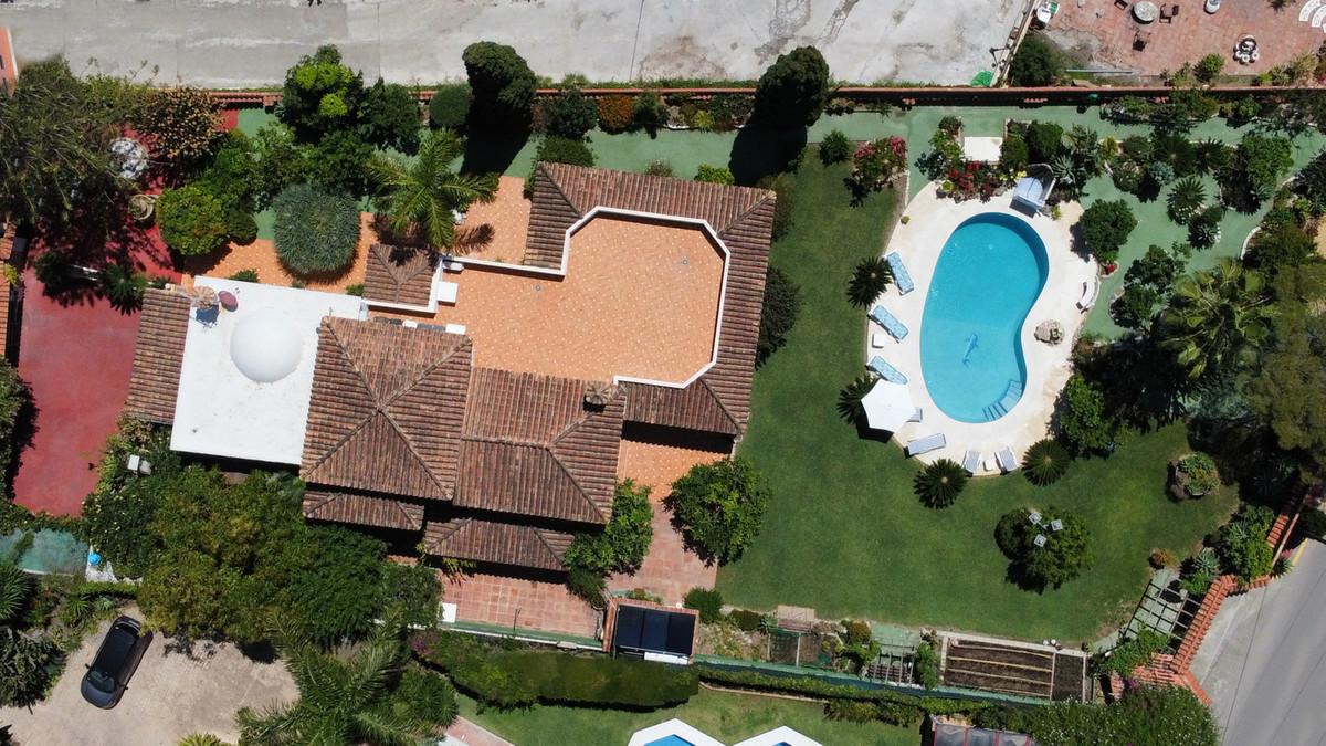 House in Bel Air R3855442 5