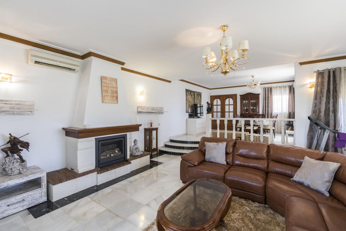 House in Bel Air R3855442 8