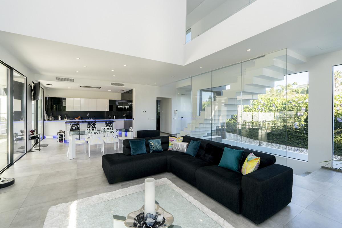 House in Bel Air R3914512 1