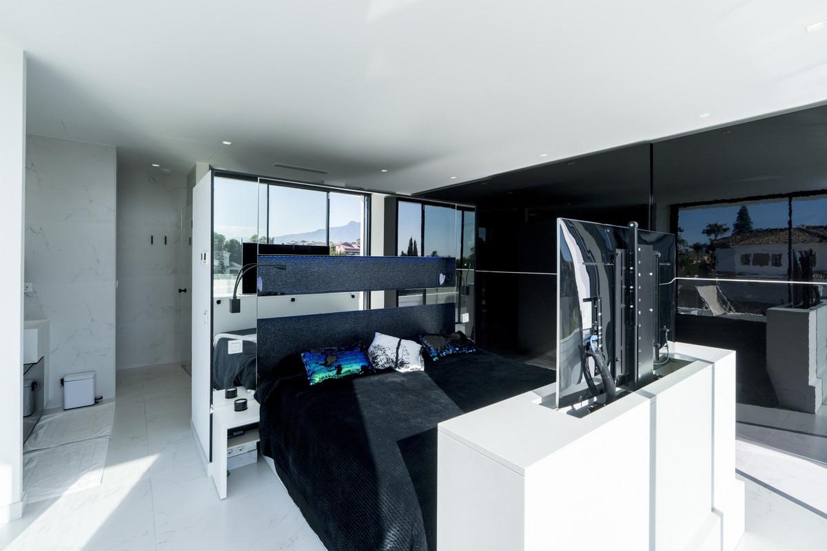 House in Bel Air R3914512 11