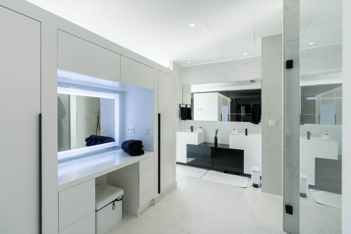 House in Bel Air R3914512 12