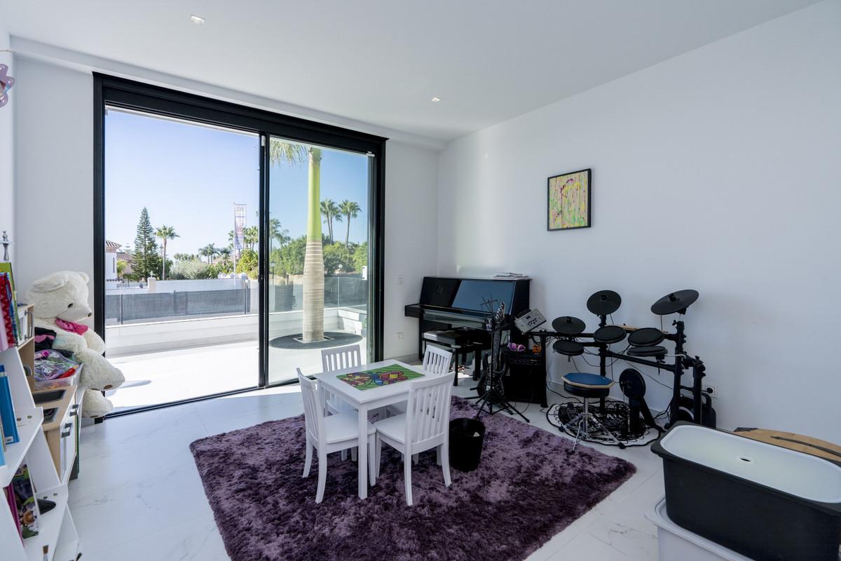 House in Bel Air R3914512 16