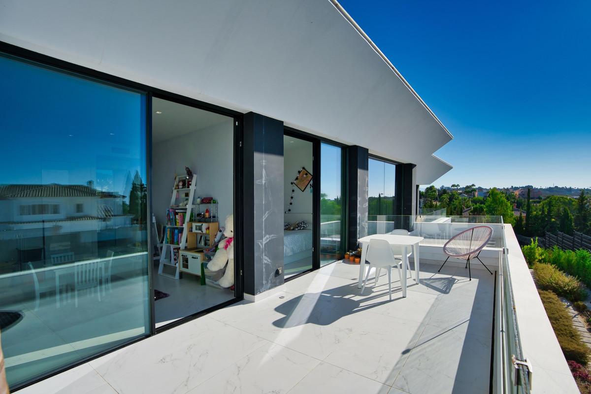 House in Bel Air R3914512 17