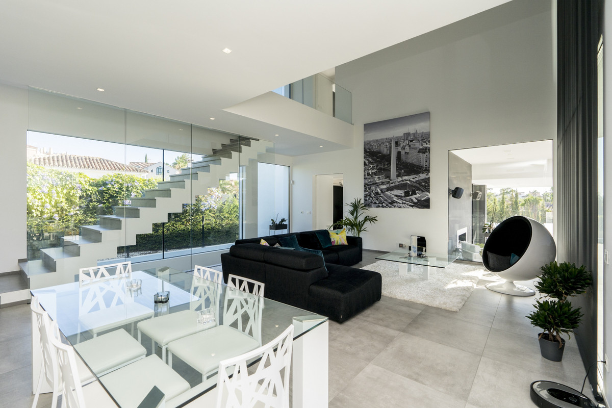 House in Bel Air R3914512 19