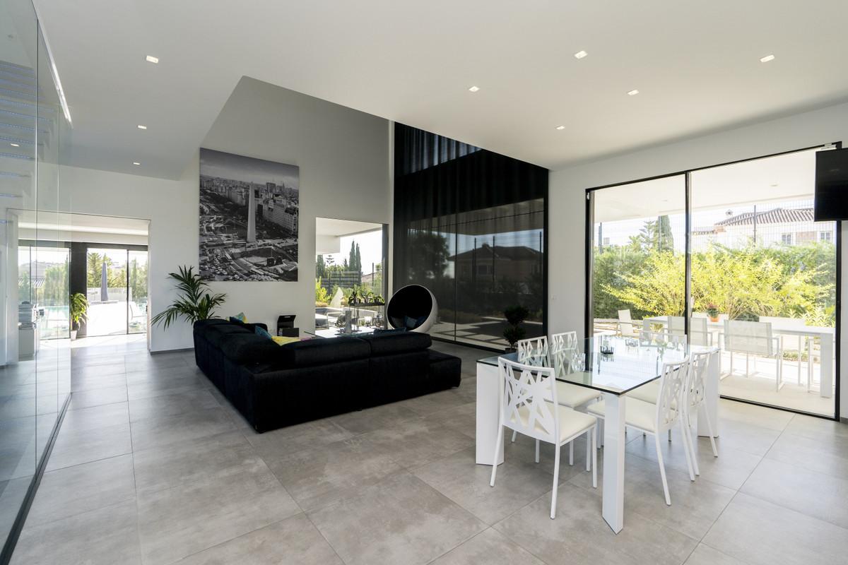 House in Bel Air R3914512 20